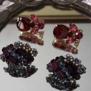 TWO COLORFUL VINTAGE CLIP ON EARRINGS!